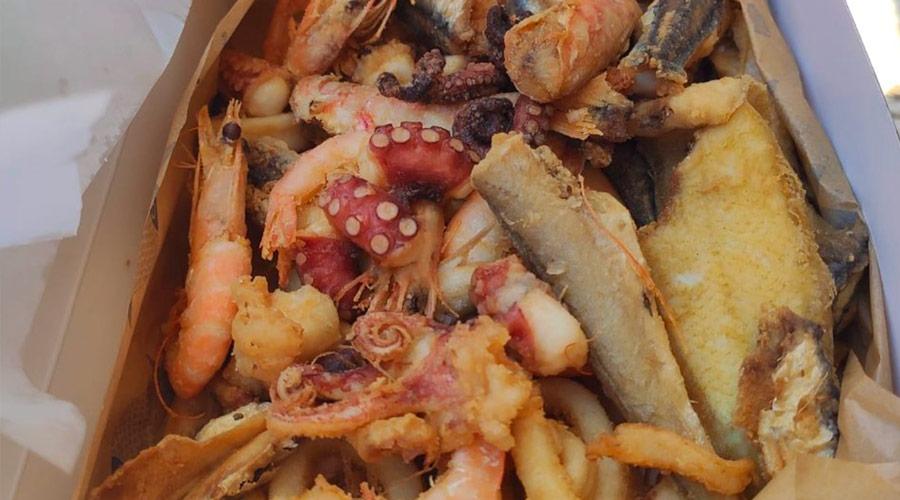 Frittura di mare presso la friggitoria Medusa a porto cesareo