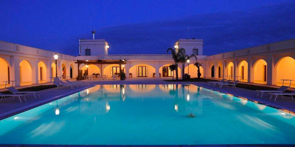Resort hotel con piscina a porto cesareo
