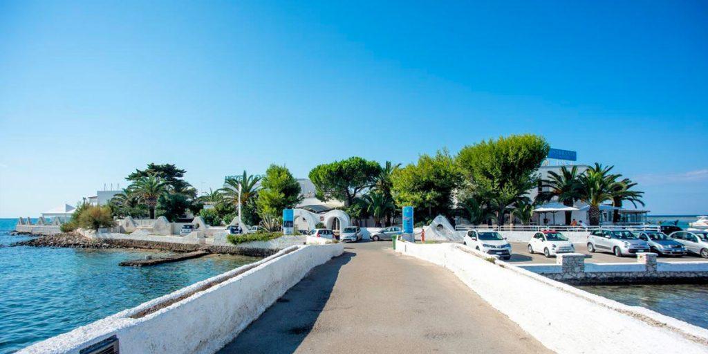 Hotel a porto cesareo situato su un isola, nei pressi della discoteca isola beach