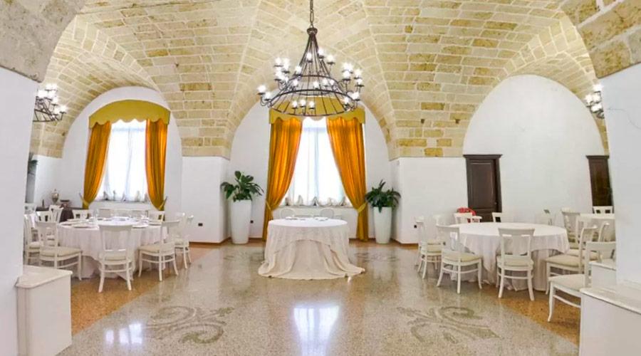 Masseria con sala ricevimenti al ristorante a torre lapillo