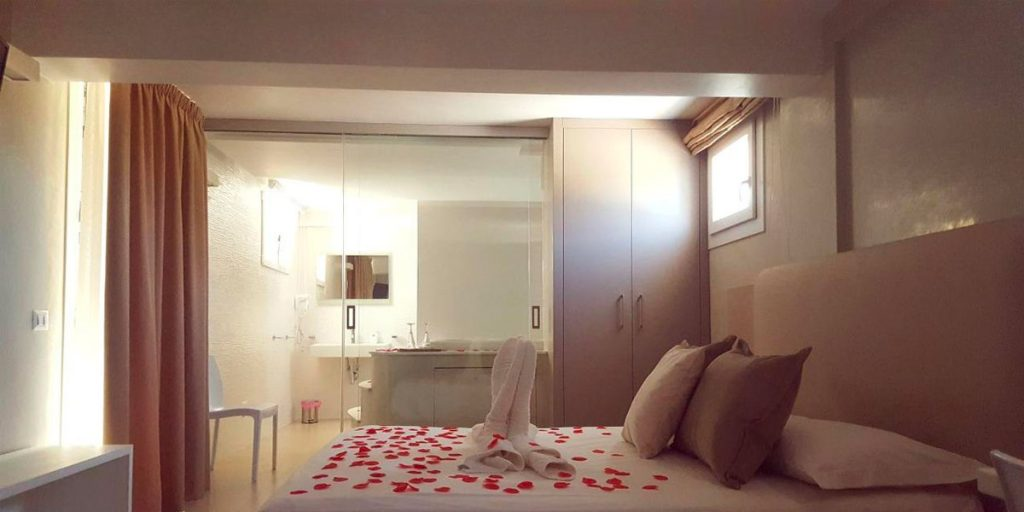 Hotel con bagno a vista e vasca idromassaggio a porto cesareo